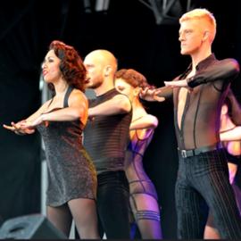 """רקדנים וזמרים מופיעים במחזמר """"שיקגו"""" - Dancers And Singers Perform In The Musical """"Chicago"""""""
