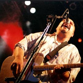 הזמר בלאק פרנסיס, מלהקת הפיקסיז, בהופעה - Singer Black Francis From The Pixies, In Performance