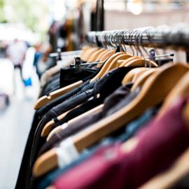 בגדים למכירה ביריד - Clothes For Sale At A Fair