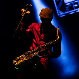 נגן סקסופון בהופעה - A Saxophone Player At A Concert