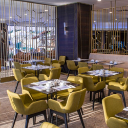 חדר אוכל במלון - Hotel's Dining Room