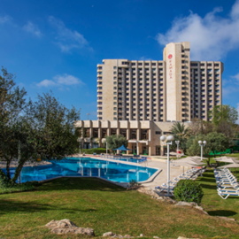 מלון רמדה מבט מבחוץ - Ramada Hotel Outside view