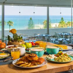 ארוחת בוקר במלון רמדה חדרה - Ramada Hadera Resort Breakfast