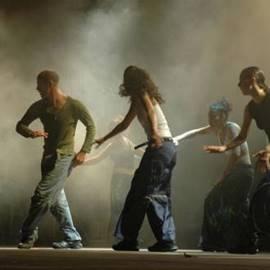 רקדנים על הבמה - Dancers On Stage