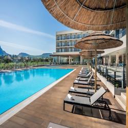 בריכה במלון - Hotel Swimming Pool