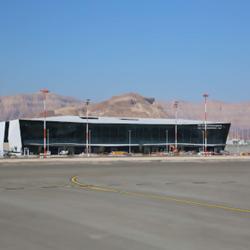 מבט על הטרמינל ממסלול הנחיתה - A Look At The Terminal From The Landing Strip