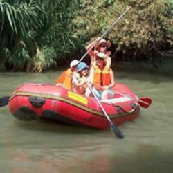 אנשים על קייק - People On A Kayak