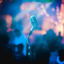 מיקרופון על הבמה - A Microphone On Stage