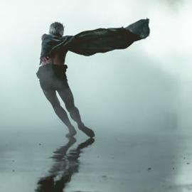 רקדן במופע מחול מודרני - A Dancer At A Modern Dance Performance
