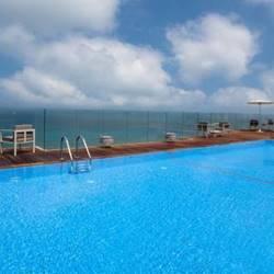 בריכה מלון קרלטון - Infinity Pool Carlton Hotel